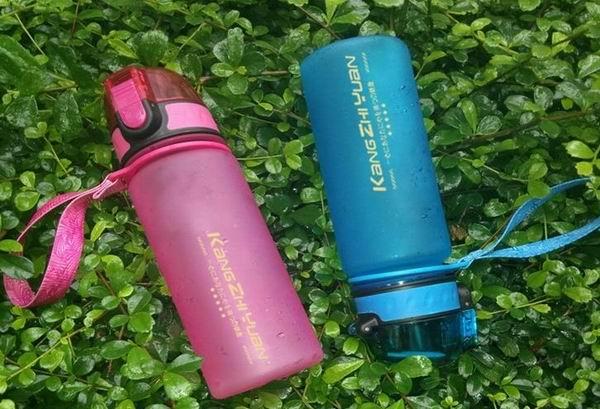 定制创意翻盖便携水杯运动水壶 环保太空杯 塑料杯子批发定做 成都水杯批发团购